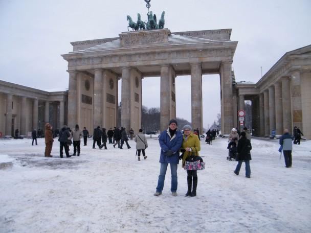 Meus pais em frente ao portão de brademburgo