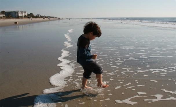 brincando na praia