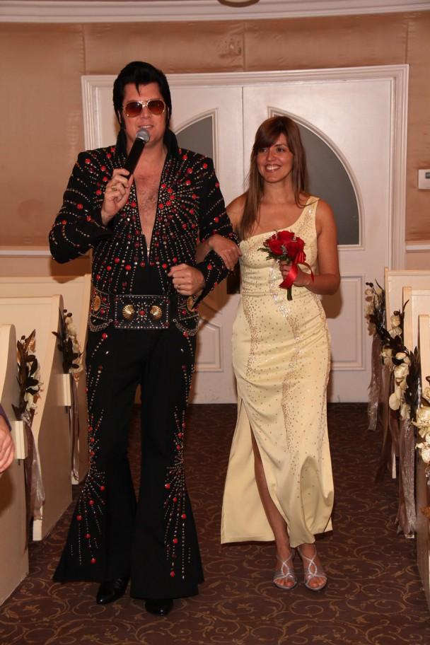 Elvis me levando ao altar