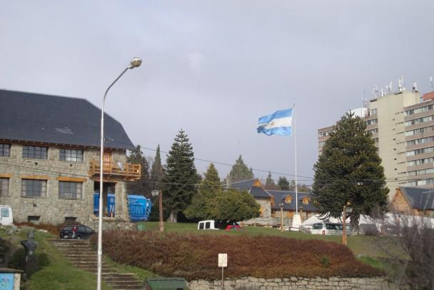 Centro Civico de Bariloche visto da Av. Bustillo