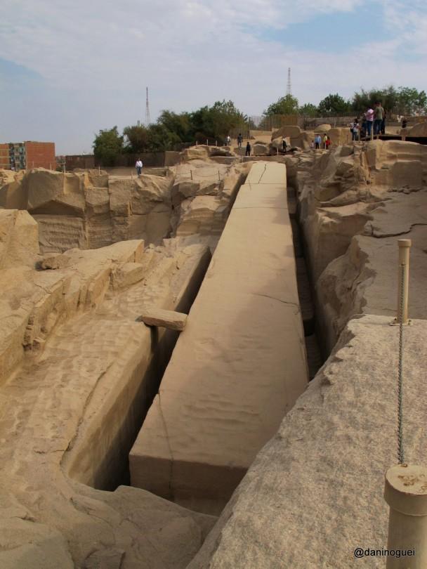 Obelisco-inacabado-na-pedreira-de-Assu
