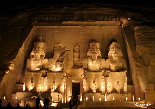 Entrada-do-templo-de-Ramses-II-em-Abu-Simbel