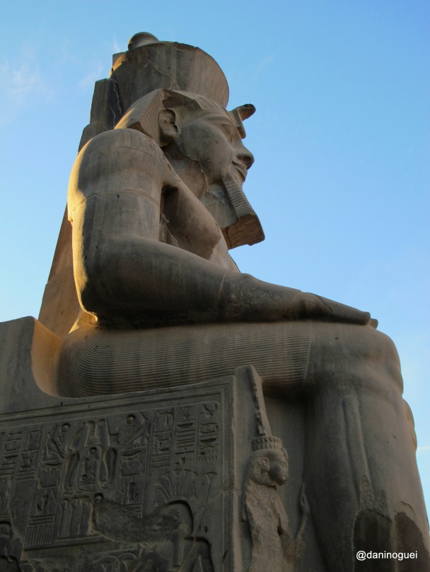 Estatua-de-Ramses-no-templo-de-Luxor