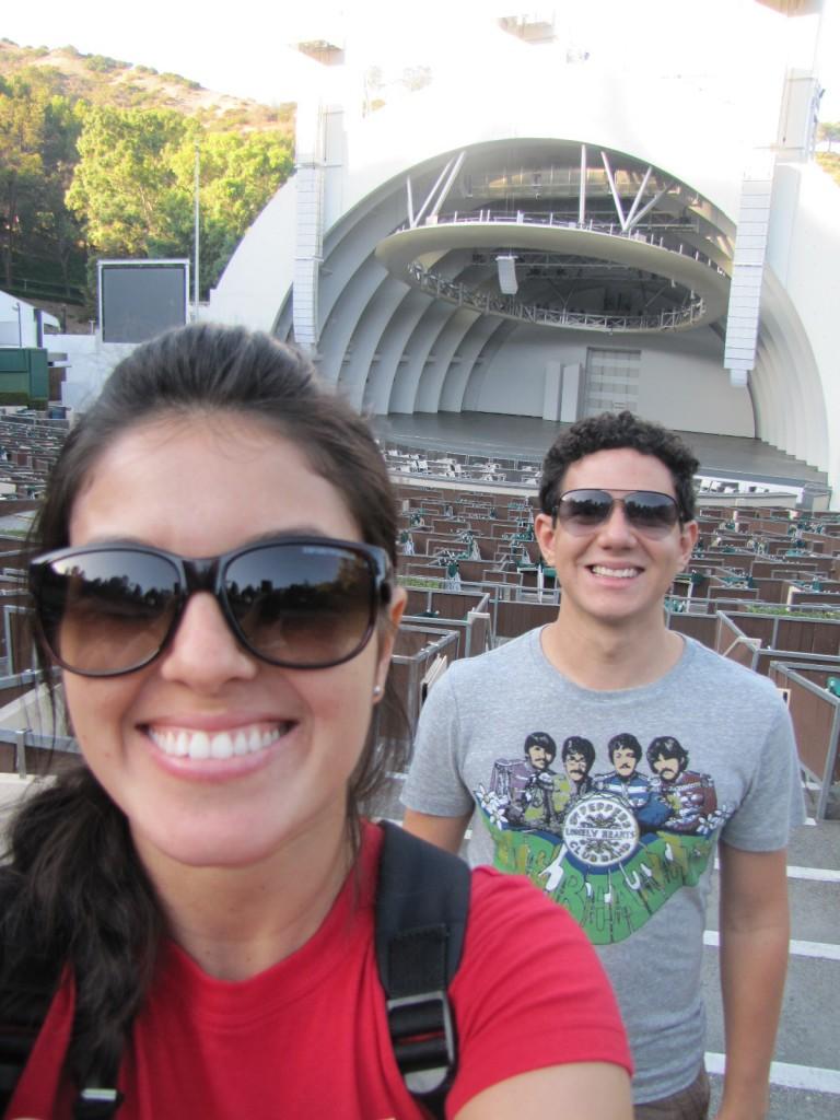 Keyce e Thiago com o Hollywood Ball no fundo