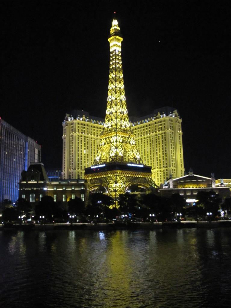 Hotel Paris com a torre Eiffel vista do Bellagio