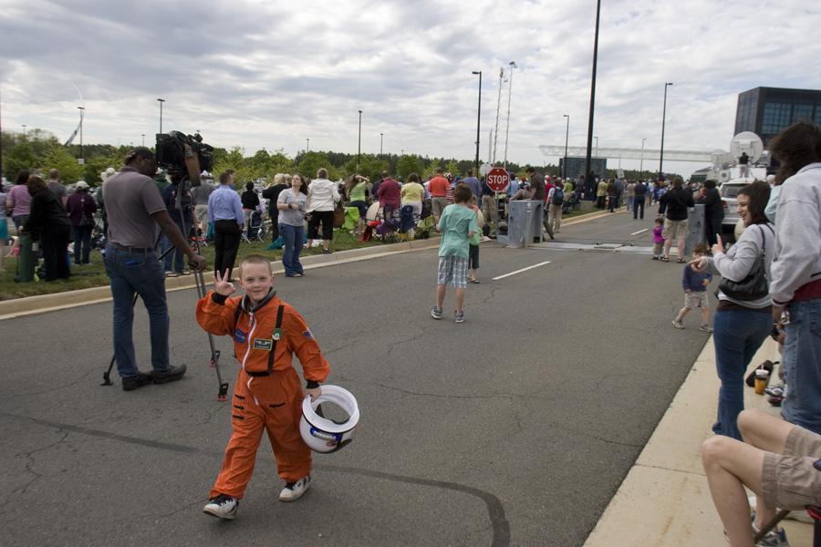 Crianças vestidas de Astron