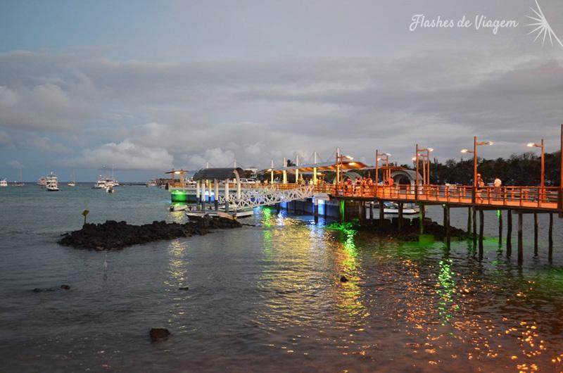 O pier (malecon) de Santa Cruz e sua iluminacao noturna