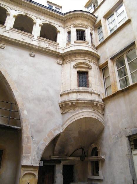 Dentro de um traboule em Vieux Lyon
