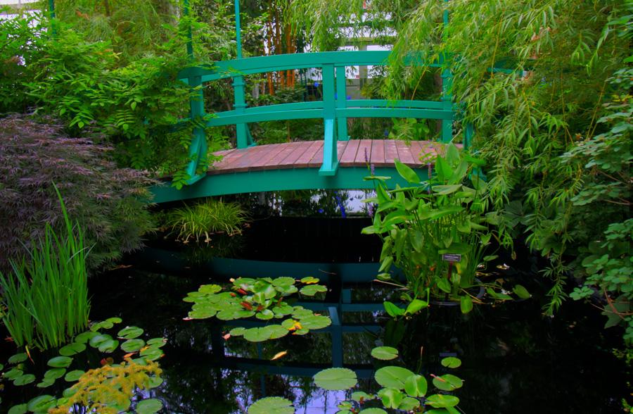 Monet_Bridge_NY_Botanical_Garden_900