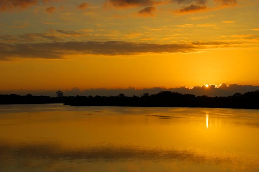 O sol nascendo em Cape Canaveral