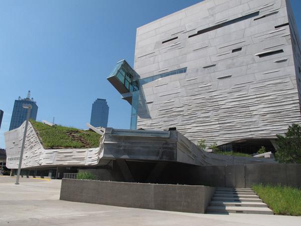 O prédio futurista do Perot