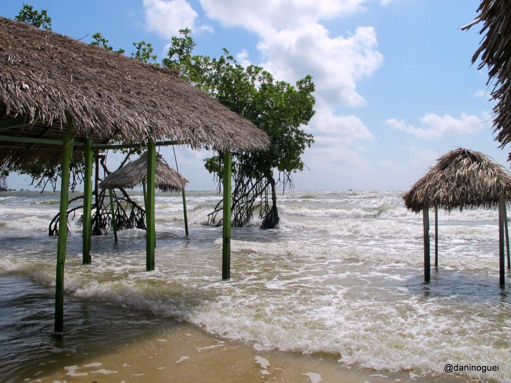 Praia de Barra Velha - a forca das aguas
