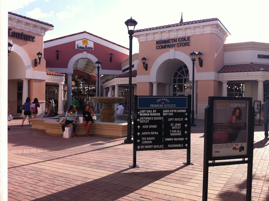 Black Friday 2012: Premium Outlets Midnight Madness