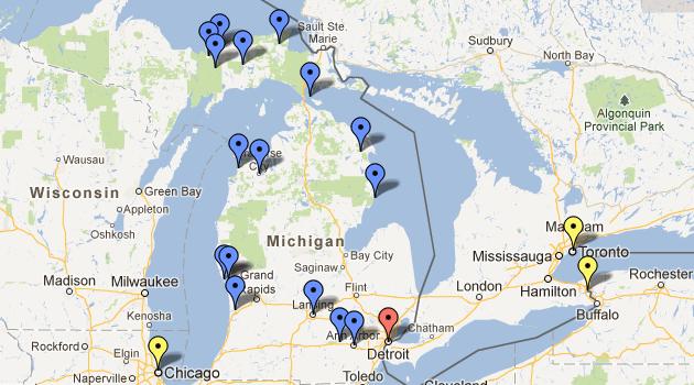Mapa de Michigan com as principais cidades com atrações turísticas, e Detroit em vermelho. Chicago em amarelo a esquerda, Toronto e Niagara Falls a direita (no Canadá)