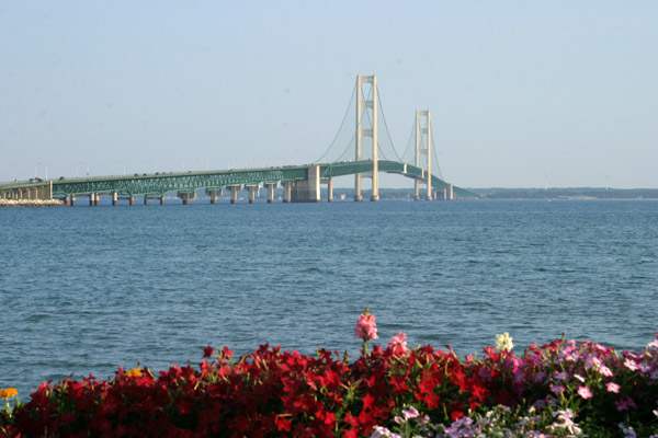 A ponte Mackinac liga a Lower Peninsula a Upper Peninsula