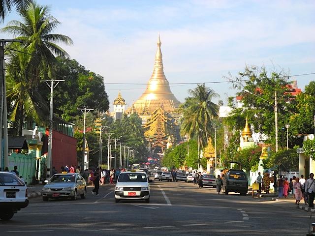 Shwedagon Pagoda vista da rua, Mianmar