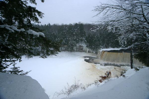Taquahmenon Falls, a maior cachoeira do estado, na Upper Peninsula