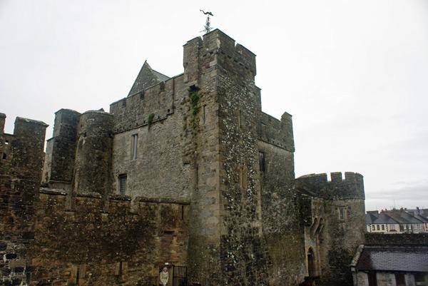 Paredões de pedra do Castelo de Cahir