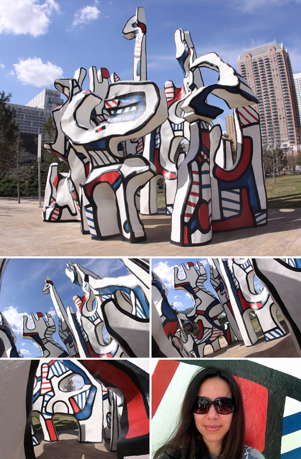 A escultura Monument au Fantome de Jean Dubuffet, no Discovery Green em Houston