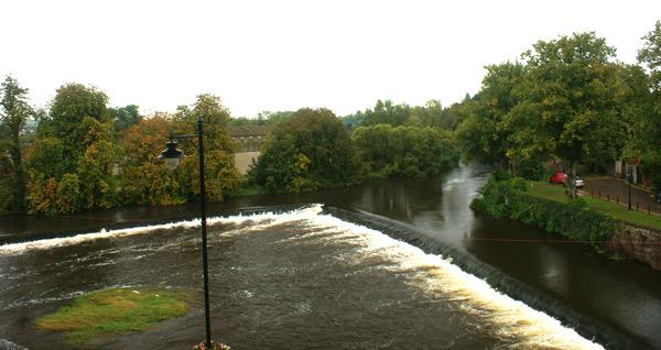 Foto do rio que cerca o castelo (Cedida por Raphinadas Blog)
