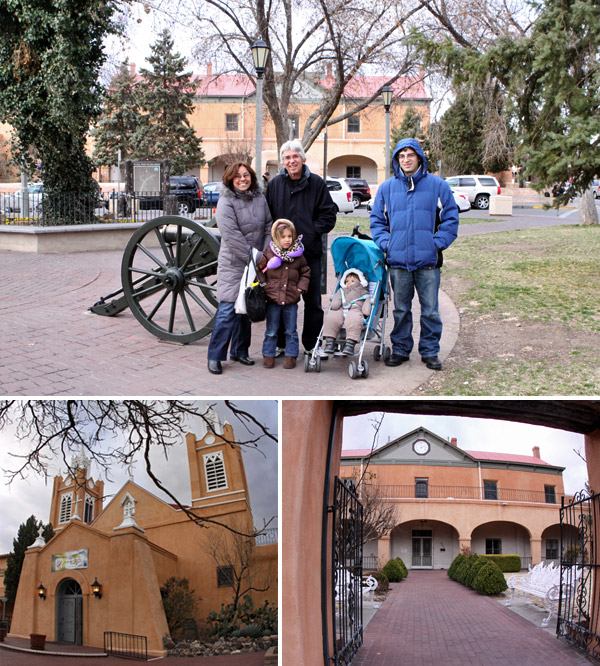 Família reunida na praça de Old Town em Albuquerque, Novo México