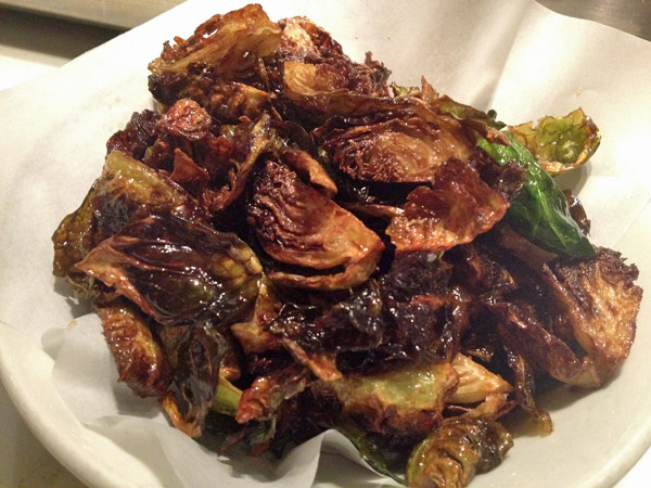 Brussel Sprouts do Uchiko em Austin, Texas