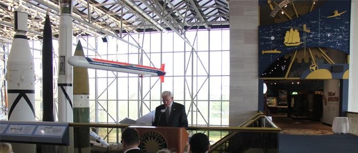 Presidente do Smithsonian fazendo a abertura