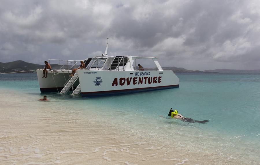 Testando o equipamento de snorkel em Turtle Beach