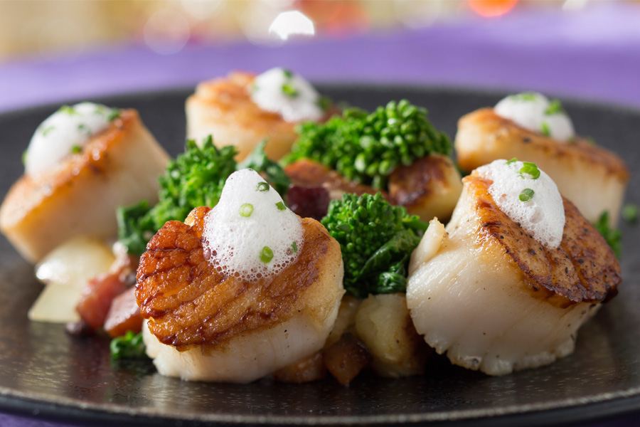 Seared-Diver-Scallops-900