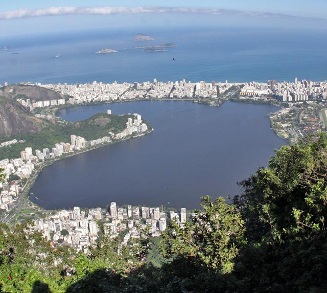 A Lagoa Rodrigo de Freitas, vista do Corcovado
