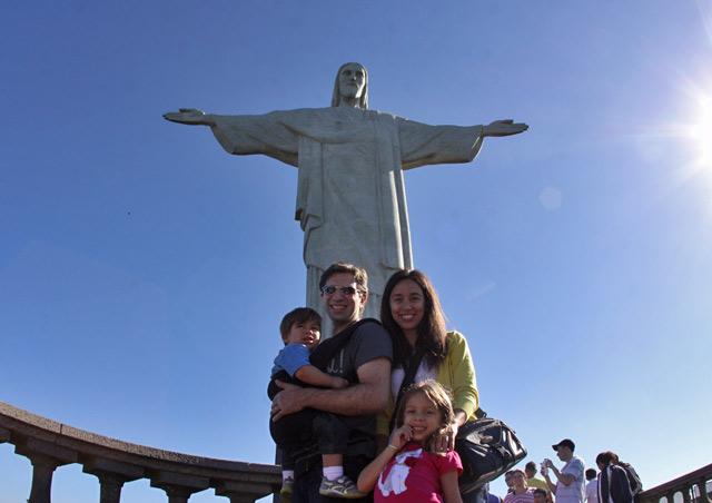 Foto de família com o Cristo Redentor