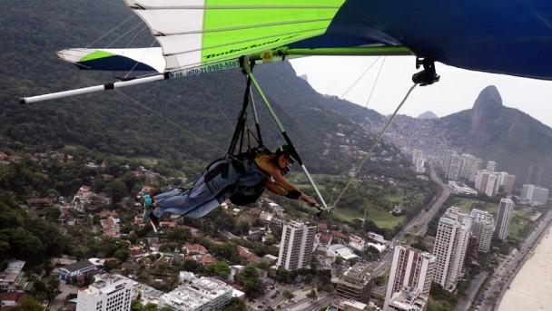 Claudia voando em São Conrado