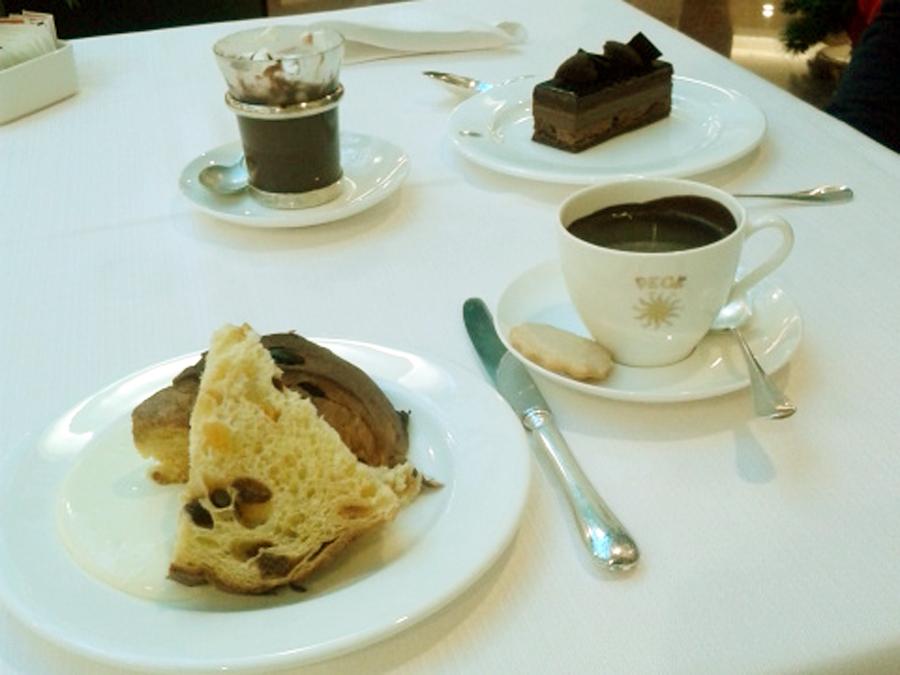 Panetone e chocolate quente na Peck