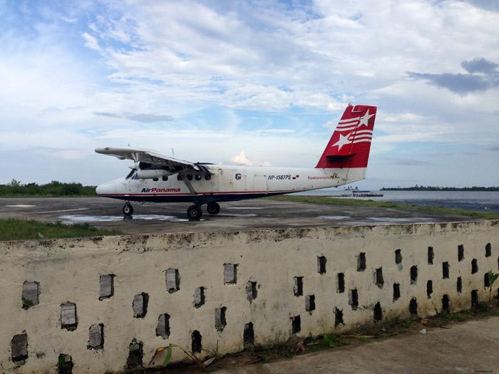 Nosso avião indo embora depois de nos deixar no aeroporto de Playón Chico
