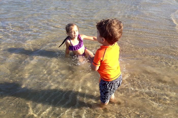 Eric e Julia curtindo a praia rasinha