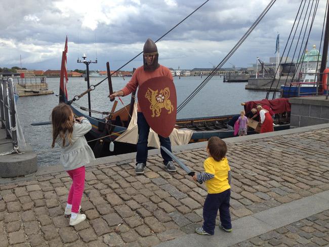 Meus vikings brincando em Copenhague