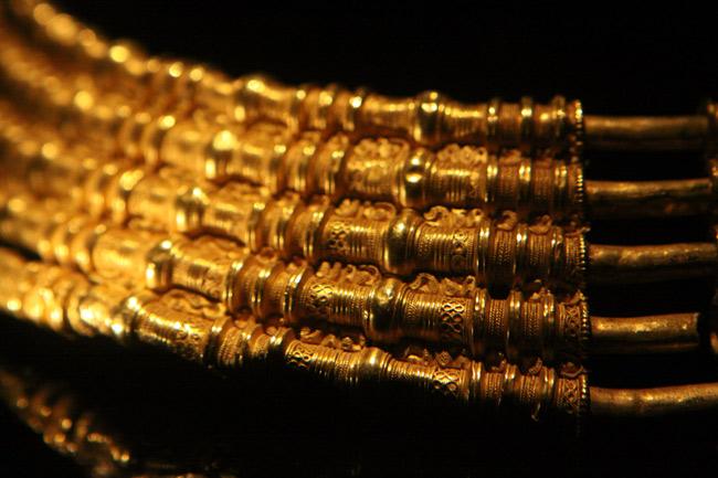 Detalhe de um dos colares de ouro fantásticos do Gold Room