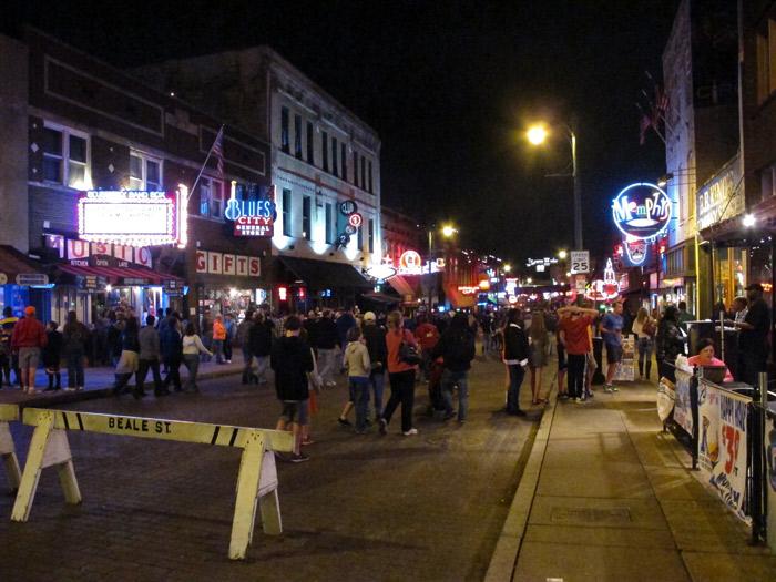 Beale Street em um sábado a noite