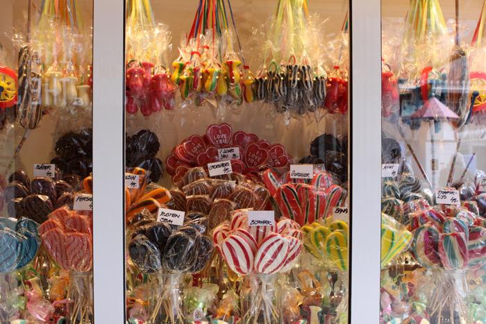 Alguns dos muitos doces tradicionais a venda