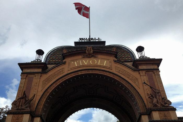 Entrando no Tivoli, um ícone de Copenhague