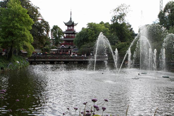 O Jardim Japonês e a Pagoda vistos do Tivoli Lake