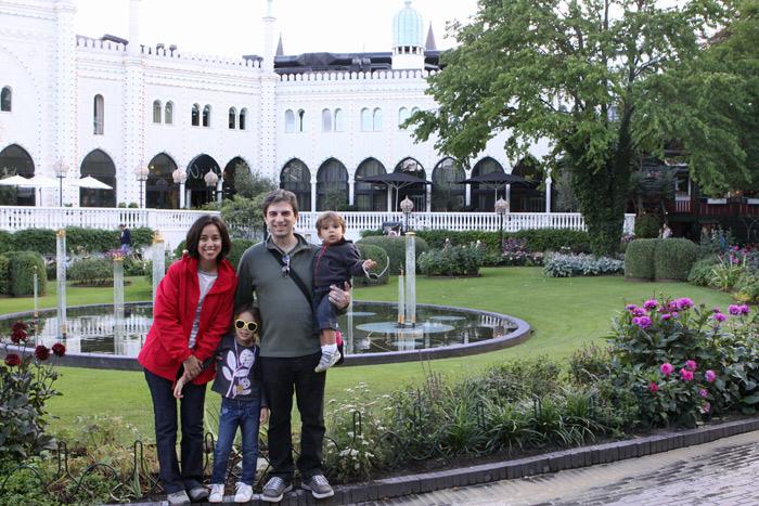 Foto de família em frente ao Palácio Mouro