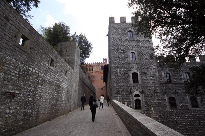 O Castelo foi reformado no estilo gótico de Siena pelos idos de 1800