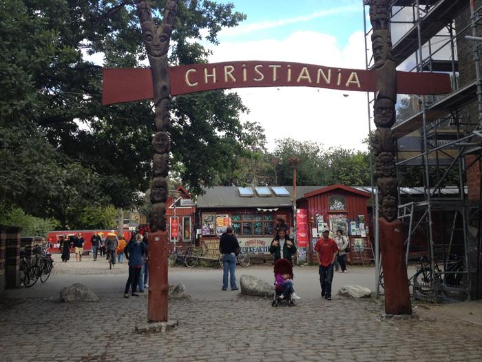 Christiania,  a cidade hippie. Depois da entrada não pode fotografar mais.