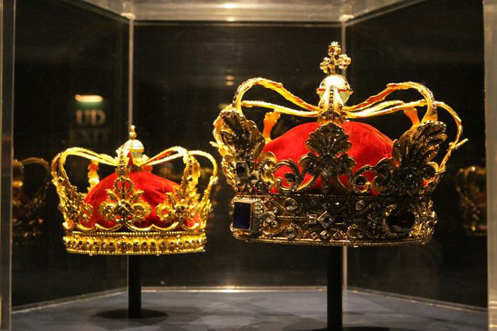 Algumas das coroas no Castelo de Rosenborg
