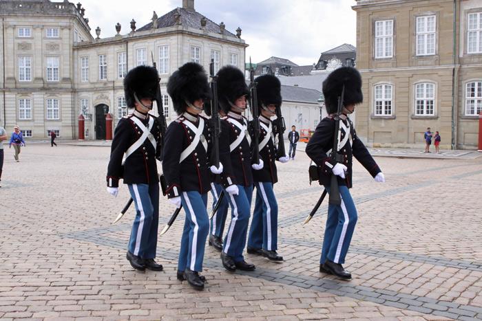 Guarda real no palácio de Amalienborg