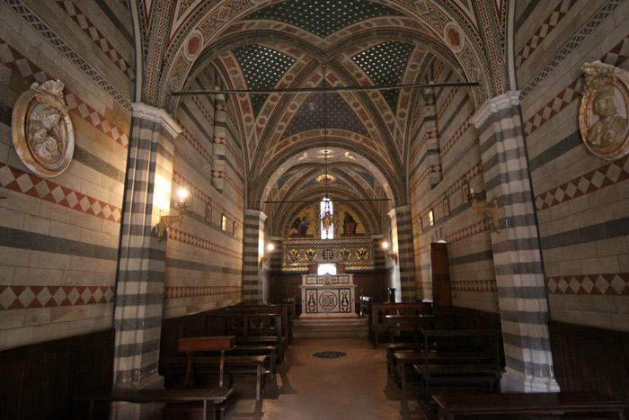 A capela por dentro, lindinha