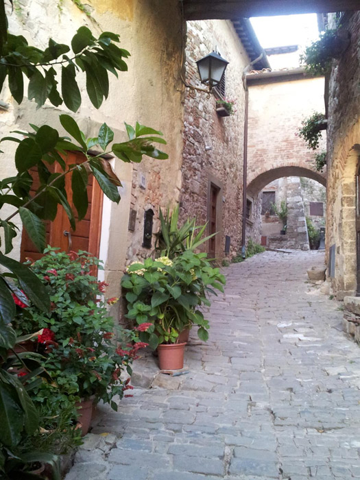 Uma das lindas ruas de Montefioralle