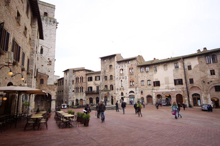 A Piazza della Cisterna em San Gimignano