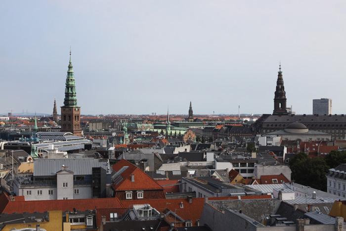 Vista da Rundertaarn, com algumas das torres de Copenhague